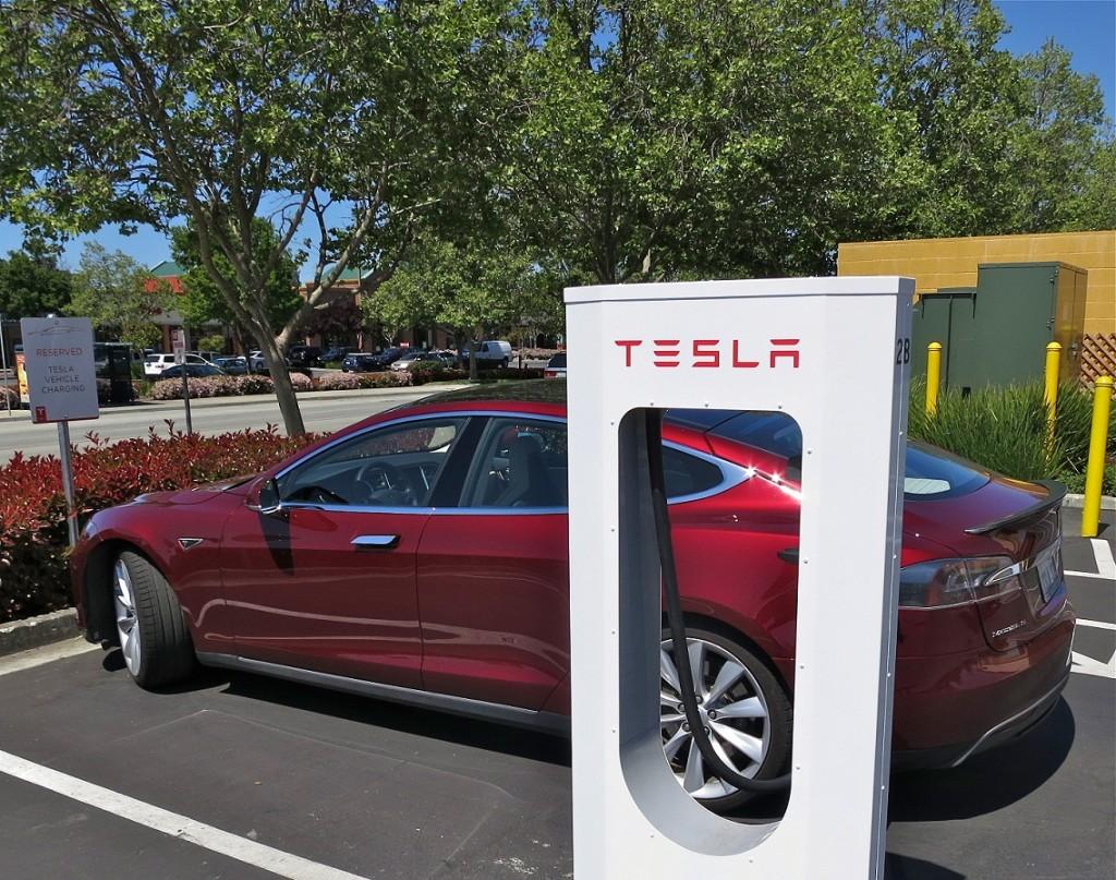 Tesla_Supercharging